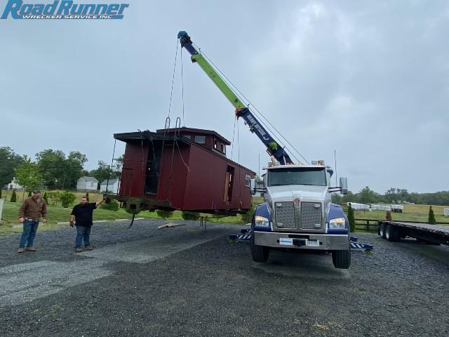 Tow Company Lifts 24,000 lb CABOOSE
