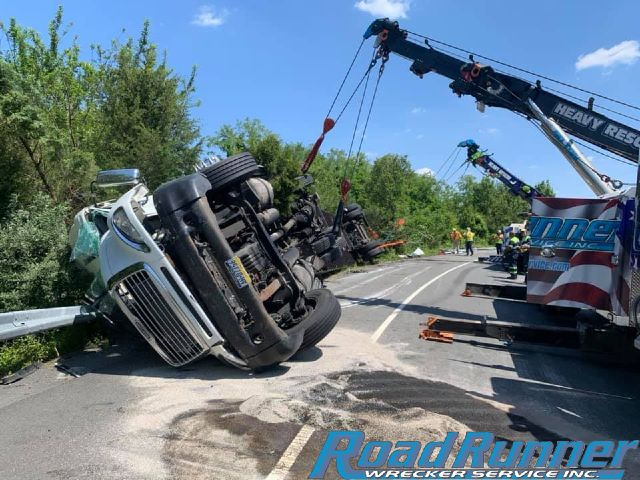 Towing Service Recovers 74,000 lb Wreck!